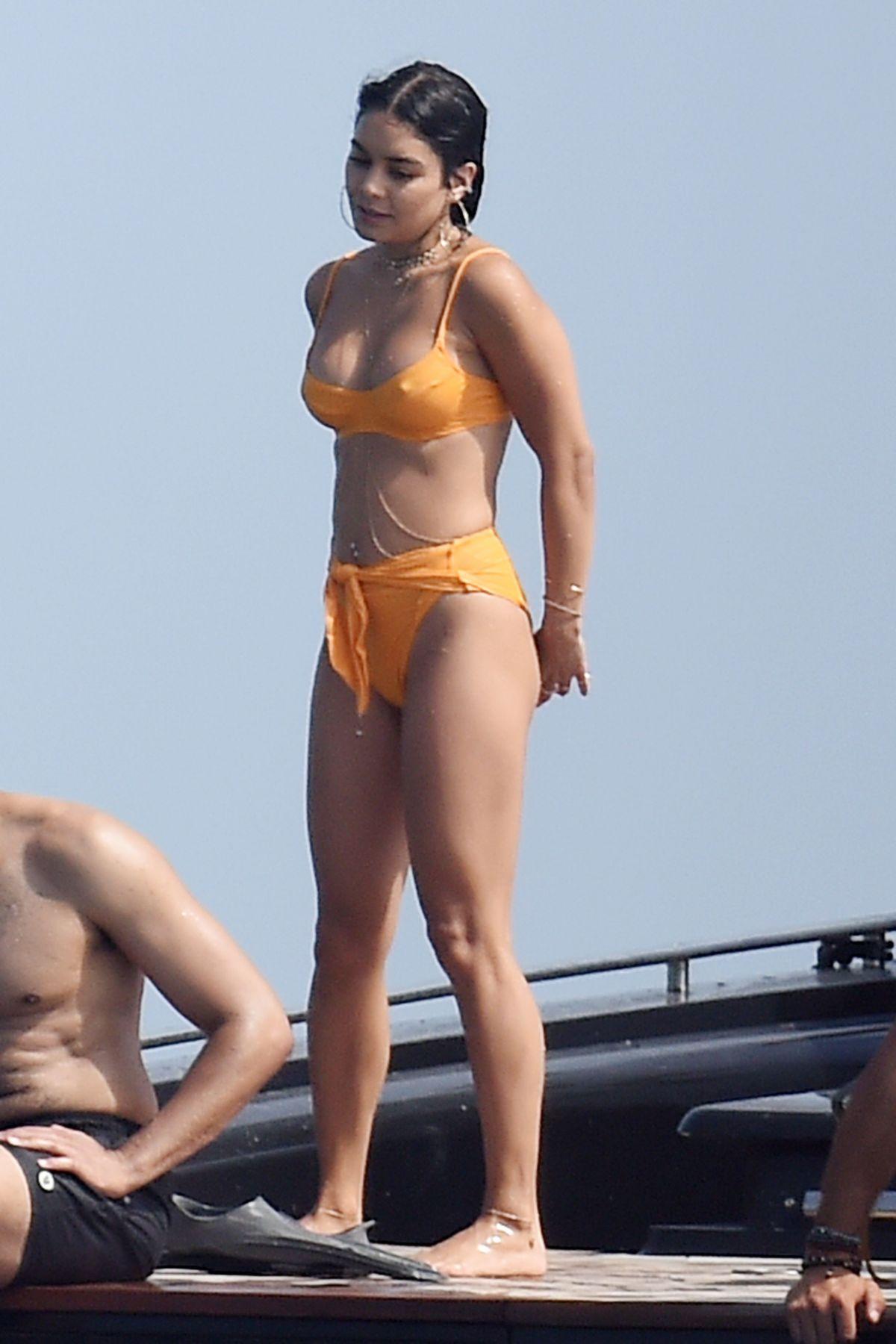 vannesa hudgens im bikini