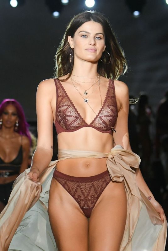 ISABELI FONTANA at Etam Runway Show ta Paris Fashion Week 09/24/2019