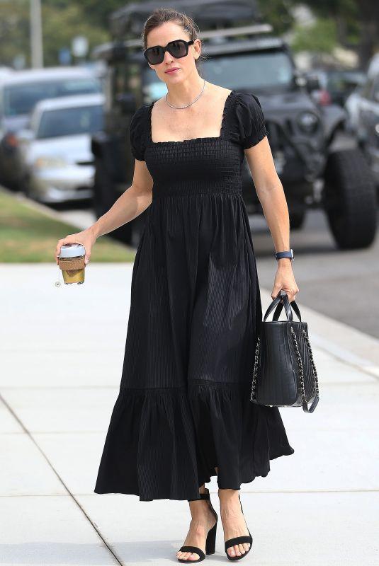 JENNIFER GARNER Arrives at a Church in Pacific Palisades 09/15/2019