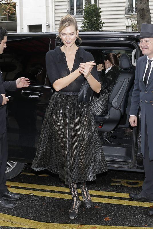 KARLIE KLOSS Arrives at Her Hotel in Paris 09/24/2019