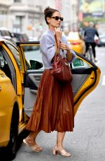 KATIE HOLMES Getting Out of a Cab in New York 09/14/2019