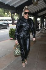 KHLOE KARDASHIAN Out for Lunch at Plata Taqueria & Cantina in Agoura Hills 09/10/2019