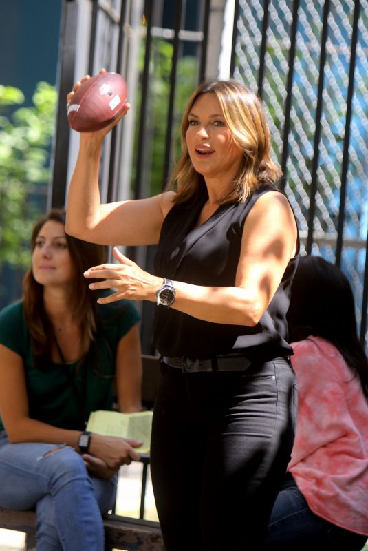 MARISKA HARGITAY on the Set of Law and Erder: Special Victims Unit in New York 09/09/2019