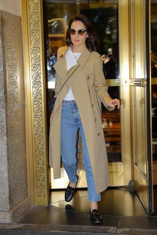 MICHELLE DOCKERY Heading to Live with Kelly and Ryan in New York 09/17/2019