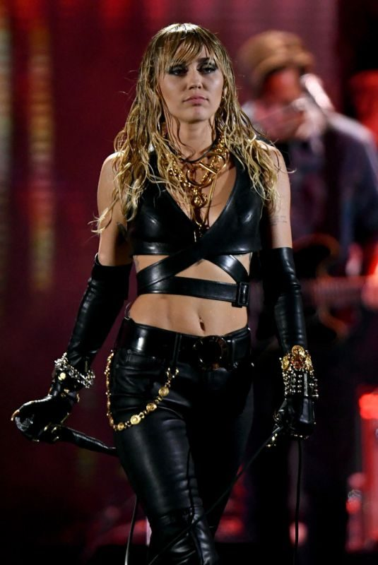 MILEY CYRUS Performs at 2019 Iheartradio Music Festival in Las Vegas 09/21/2019
