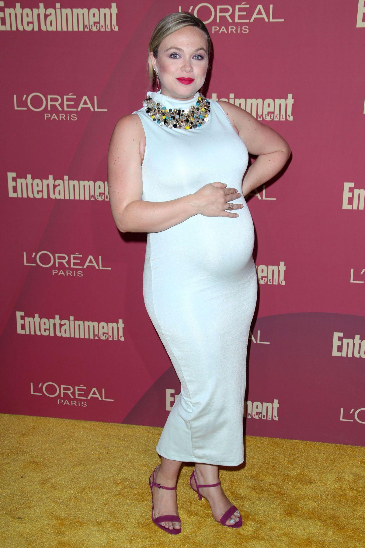 Amanda Fuller Pics pregnant amanda fuller at 2019 entertainment weekly and l