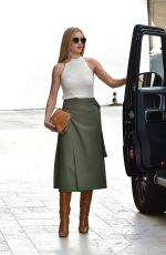 ROSIE HUNTINGTON-WHITELEY Arrives at Office in Beverly Hills 09/11/2019