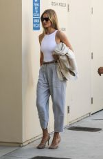 ROSIE HUNTINGTON-WHITELEY Shopping at Bottega Veneta in Beverly Hills 09/13/2019