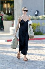 ROSIE HUNTINGTON-WHITELEY Shopping at Whole Foods in Malibu 08/31/2019