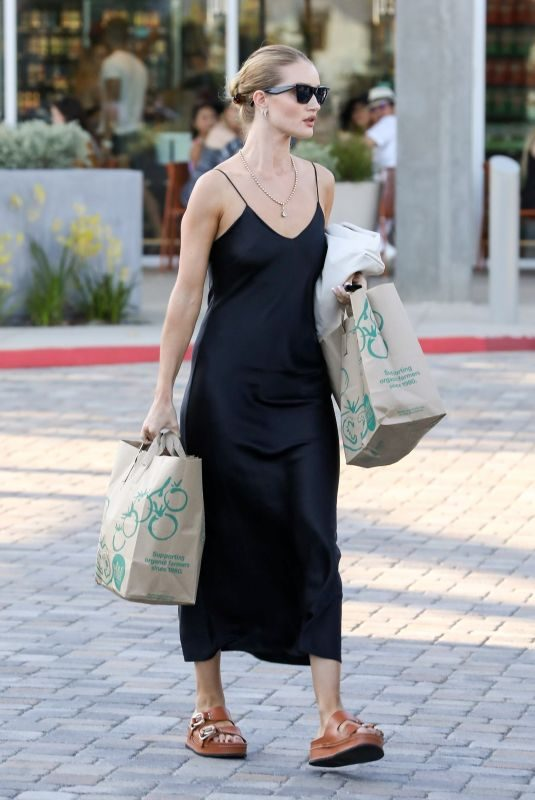 ROSIE HUNTINGTON-WHITELEY Shopping at Whole Foods in Malibu 08/31/2019