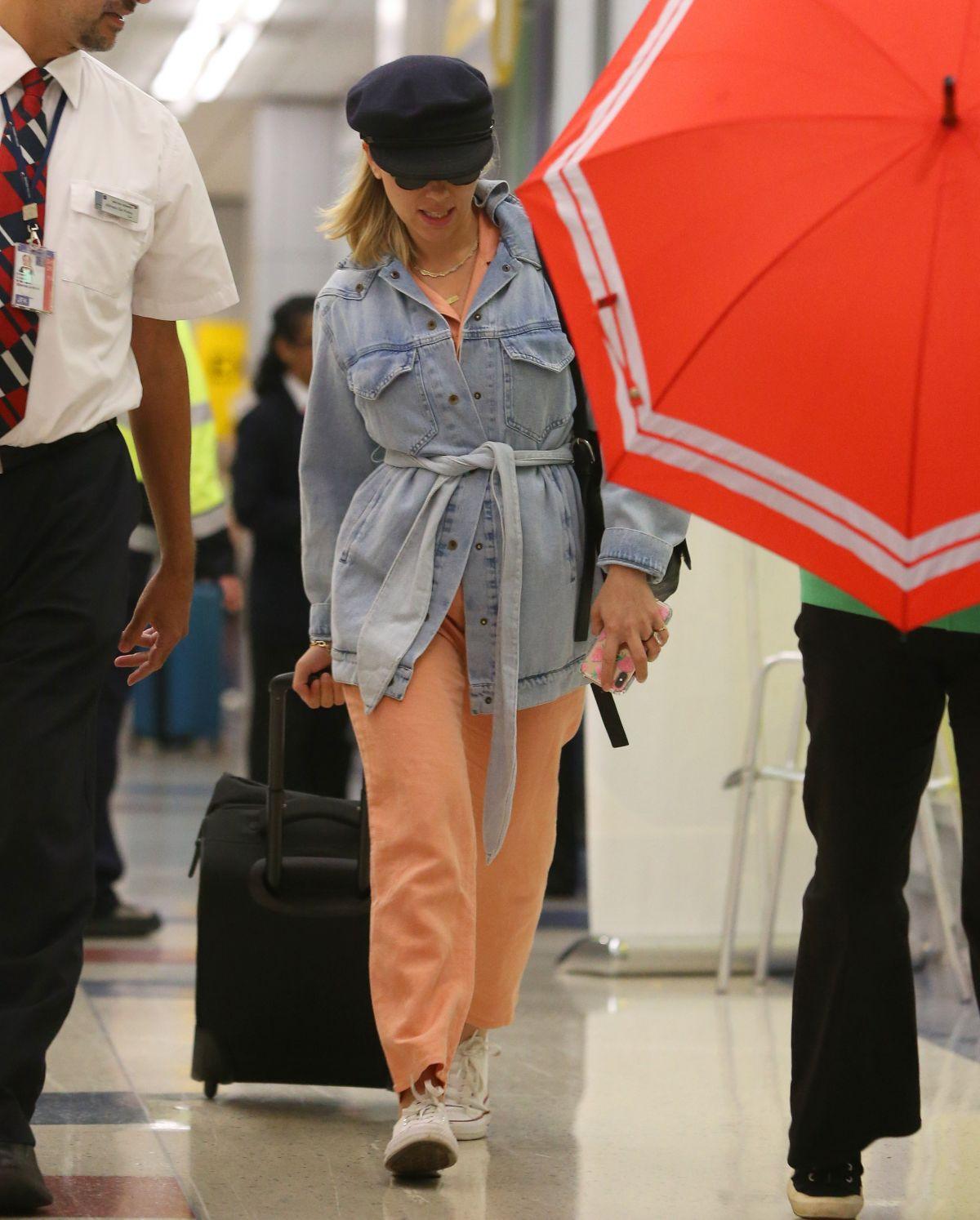 Scarlett Johansson Aarrives At Jfk Airport In New York 09 06 2019 Hawtcelebs