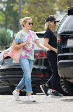 uREESE WITHERSPOON and AVA PHILLIPPA Out for Breakfast at Sunlife Organics in Malibu 09/22/2019