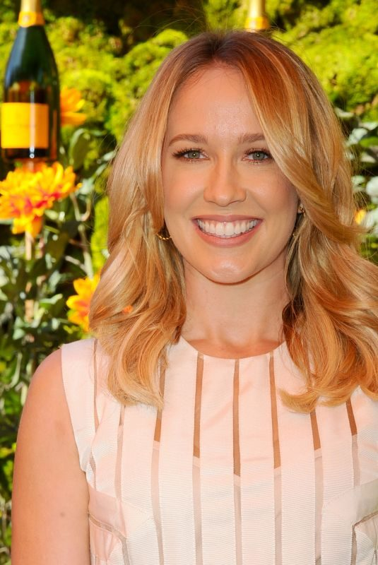 ANNA CAMP at Veuve Clicquot Polo Classic at Will Rogers State Park in Los Angeles 10/05/2019
