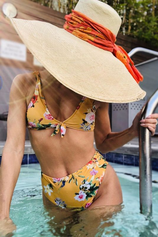 ANNALYNNE MCCORD in Bikini - Instagram Photo 10/12/2019