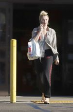 IRELAND BLADWIN Shopping at Whole Foods in Los Angeles 10/06/2019
