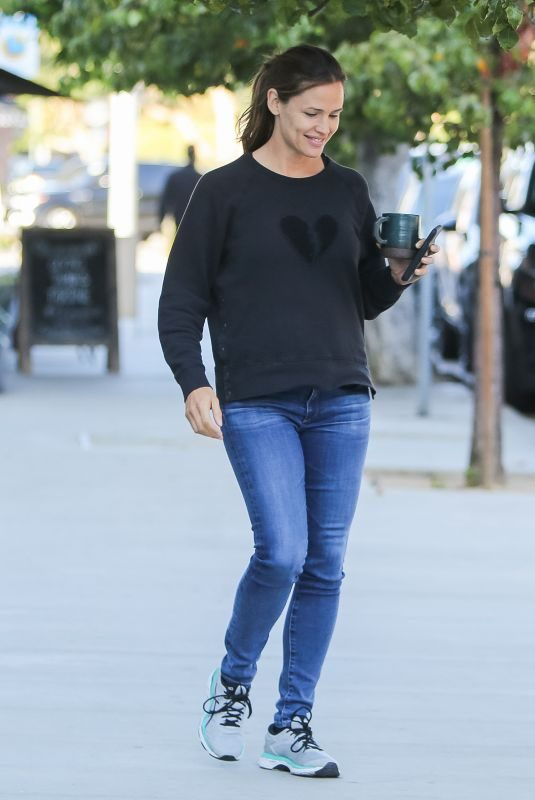 JENNIFER GARNER Out and About in Los Angeles 10/02/2019