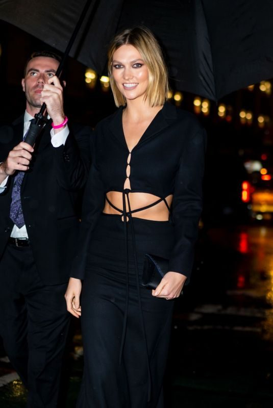 KARLIE KLOSS Arrives at Nordstrom NYC Flagship Store Opening 10/22/2019