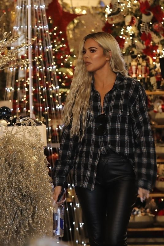 KHLOE KARDASHIAN Shopping at Aldicks Christmas in Van Nuys 10/11/2019