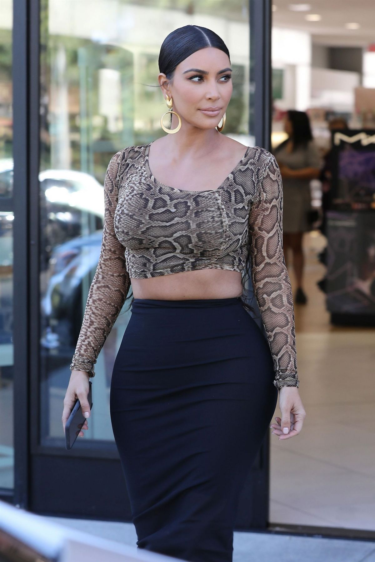 KIM KARDASHIAN at Ulta Beauty Cosmetics Store in Calabasas ...