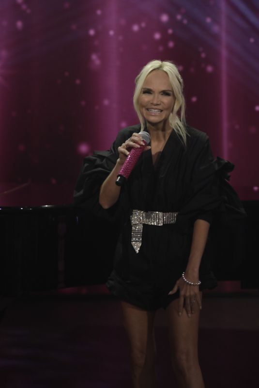 KRISTIN CHENOWETH at The Talk 10/04/2019
