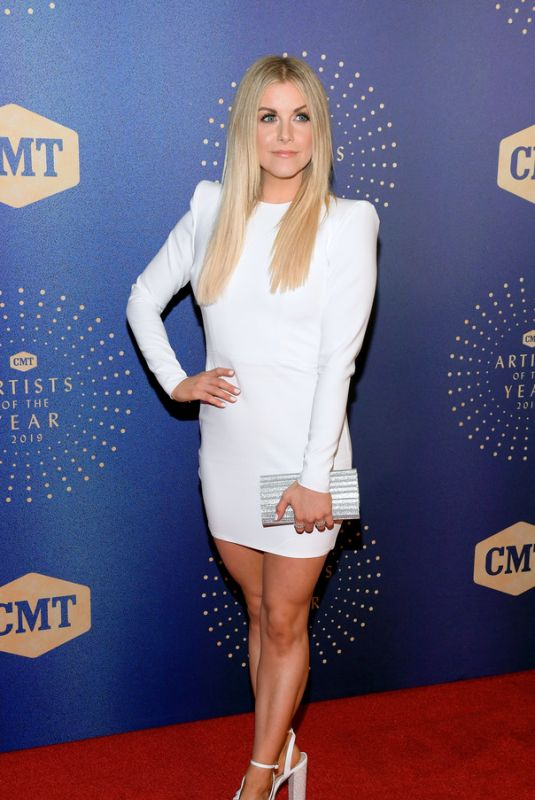 LINDSAY ELL at 2019 CMT Artist of the Year in Nashville 10/16/2019