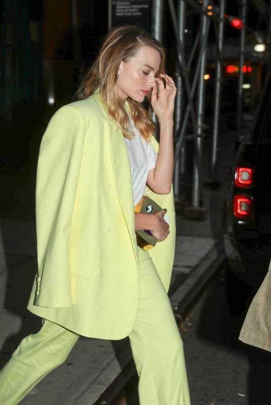 MARGOT ROBBIE Out in New York 10/06/2019