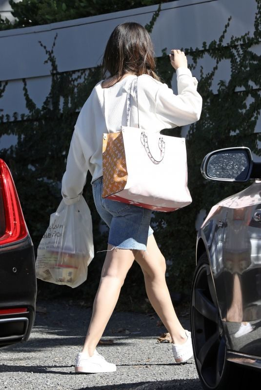 SELENA GOMEZ Arrives at Niall Horan's Home in Los Angeles 10/05/2019