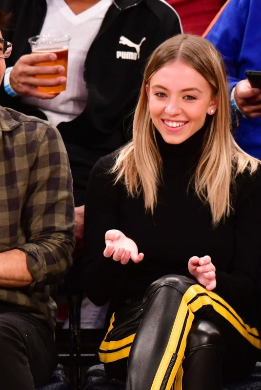 SYDNEY SWEENEY at Knicks vs Pelicans Game in New York 10/18/2019