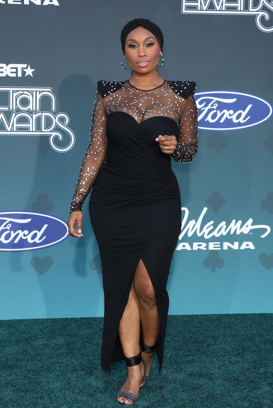 ANGELL CONWELL at 2019 Bet Soul Train Awards in Las Vegas 11/17/2019