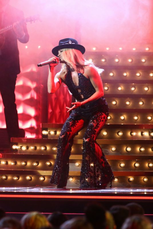 CARRIE UNDERWOOD Performs at 53rd Annual CMA Awards 11/13/2019