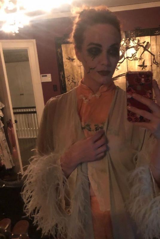CHRISTINA HENDRICKS Getting Ready for Halloween 10/31/2019