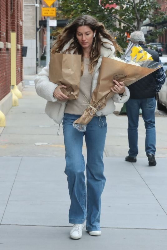 GISELE BUNDCHEN Out and About in New York 11/10/2019