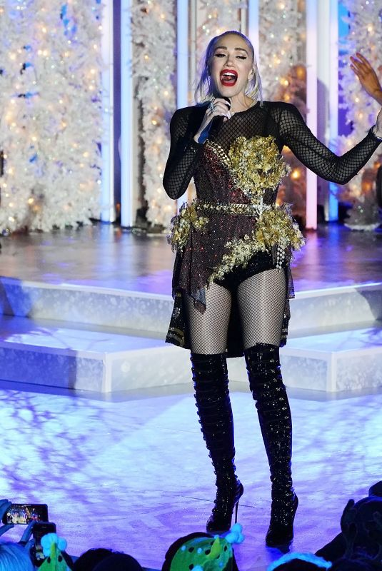 GWEN STEFANI Performs at Rockefeller Center Tree Lighting in New York 11/14/2019