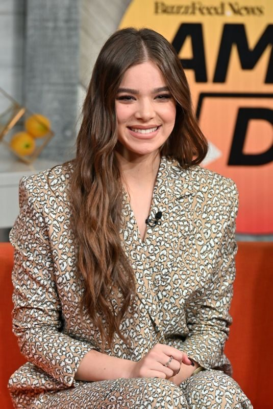 HAILEE STEINFELD at Buzzfeed's AM to DM in New York 11/01/2019