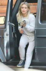 HILARY DUFF Arrives at Pet Hospital in Sherman Oaks 11/11/2019