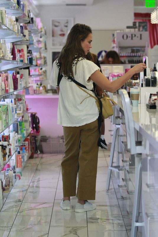 JESSICA ALBA Shopping for Cosmetics in Beverly Hills 11/17/2019