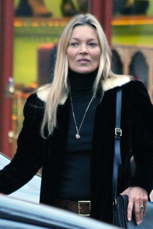 KATE MOSS Out Shopping in Notting Hill 11/19/2019