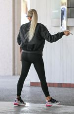 KHLOE KARDASHIAN ArrivEs at Doctor
