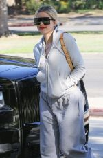 KHLOE KARDASHIAN Out and About in Calabasas 11/12/2019