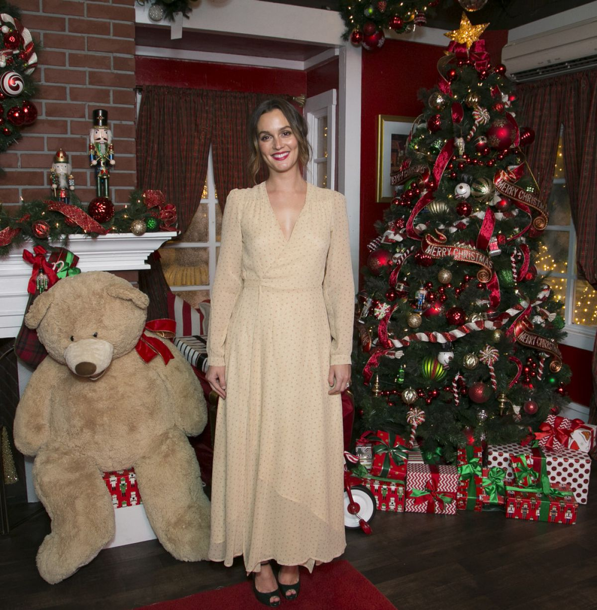 Culver City Christmas Tree: LEIGHTON MEESTER At The Americana At Brand Annual