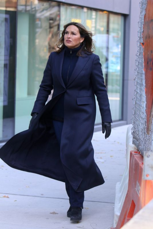 MARISKA HARGITAY on the Set of Law and Erder: Special Victims Unit in New York 11/19/2019