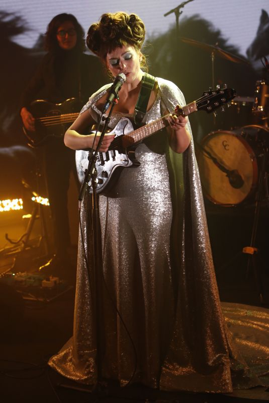 ANGEL OLSEN at Jimmy Kimmel Live 12/04/2019