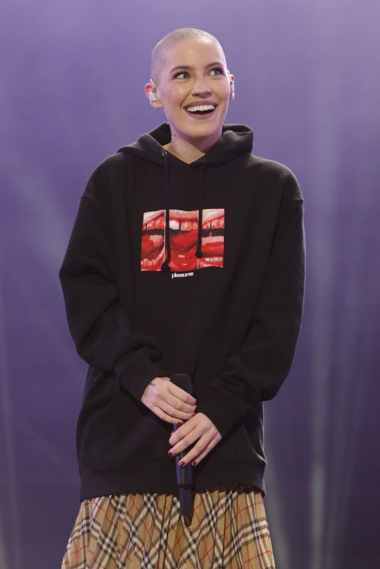 BISHOP BRIGGS Performs at Jimmy Kimmel Live 11/26/2019