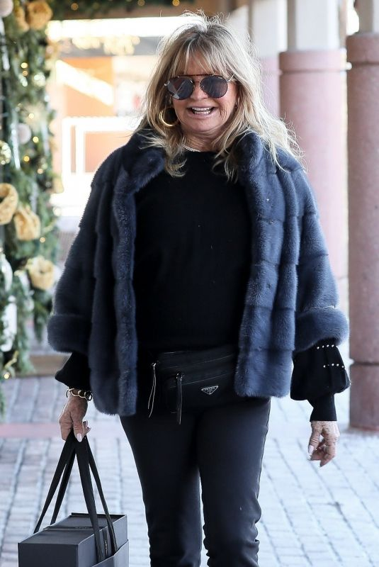 GOLDIE HAWN Out Shopping in Aspen 12/20/2019