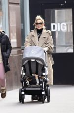 KATE HUDSON Out Shopping in New York 06/12/2019