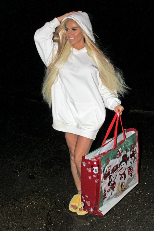 KATIE PRICE at Last Minute Christmas Shopping 12/22/2019