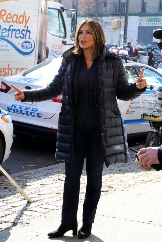 MARISKA HARGITAY on the Set of Law and Erder: SVU in New York 12/20/2019