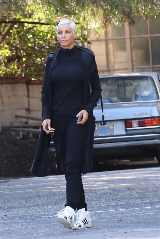 NICOLE MURPHY Out for Lunch at Lucy's Cafe in Hollywood 12/27/2019