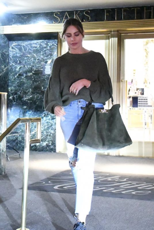 SOFIA VERGARA Shopping at Saks Fifth Avenue in Beverly Hills 12/16/2019