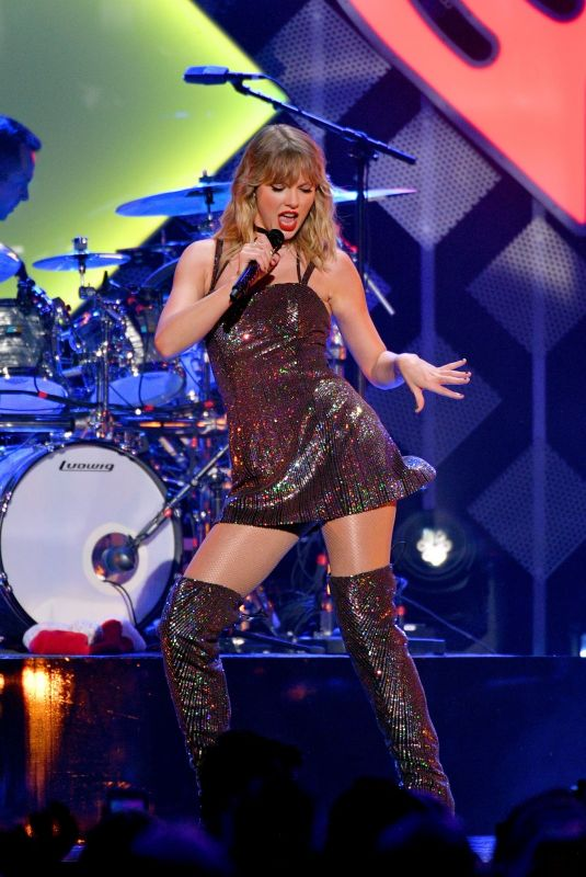 TAYLOR SWIFT Performs at Z100's Iheartradio Jingle Ball in New York 12/13/2019